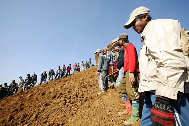 People look for precious stones in the mine dump piled by major mining companies at a jade mine in Pharkant township in Myanmar's Kachin state January 11, 2010. Being abundantly rich in mineral resources, Myanmar produced over 30 million kilos of jade during 2008-09 (April/March) fiscal, compared with over 20.23 million kilos a year ago, according to official data. REUTERS/Soe Zeya Tun (MYANMAR - Tags: SOCIETY ENVIRONMENT IMAGES OF THE DAY) - RTR28R94
