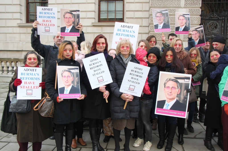 Hand-in rose-tinted glasses Foreign Office  London 3rd Feb 2015 credit B...