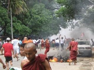 Scenes-on-the-streets-of-Rangoon-as-the-regimes-brutal-crackdown-begins-September-26th-2007_medium